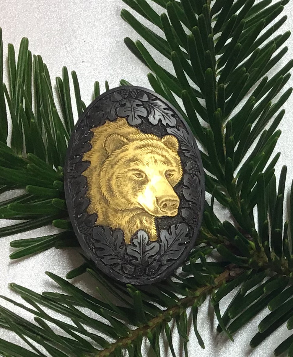 Bear in solid gold inlay th
