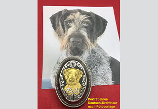 Portrait of a German wirehaired pointer in solid gold inlay based on a customer's photo.